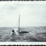 Krabbenkutter noch ohne Ruderhaus in stürmischer Nordsee